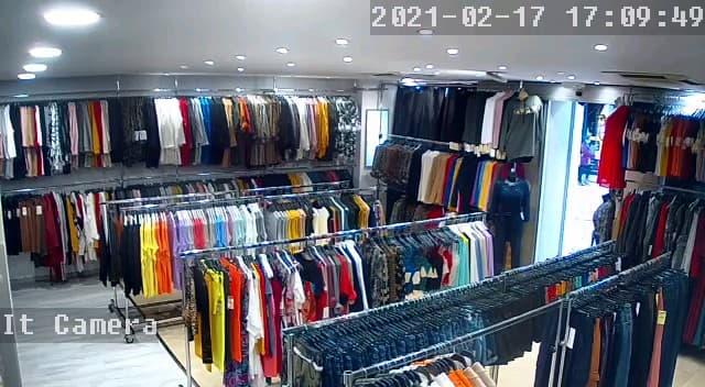 Arrivage de vetement femme regulier en magasin
